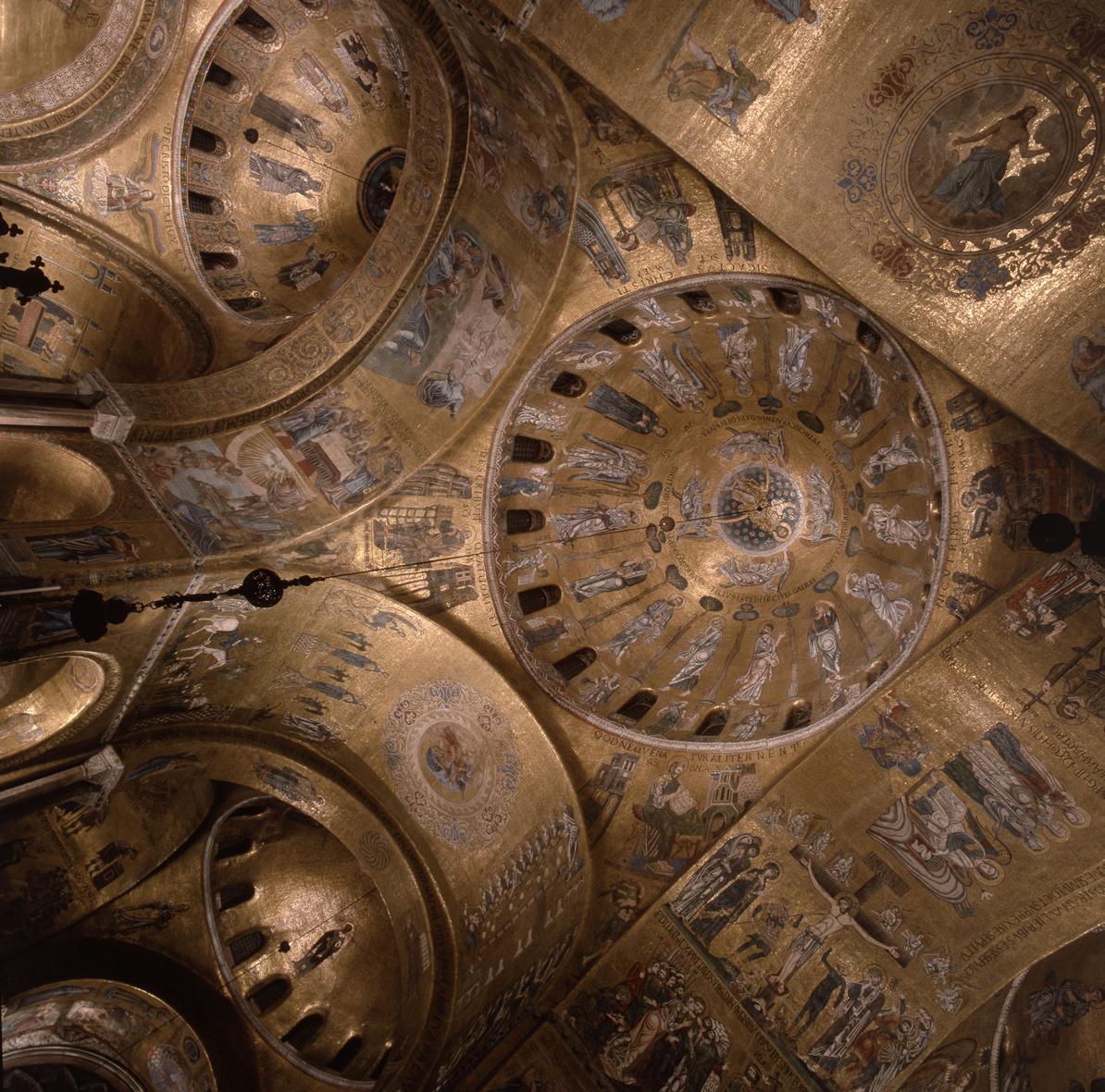 Mozaiki znajdujące się wewnątrz Bazyliki św.Marka wWenecji.