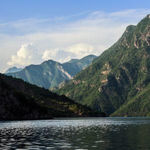 Albania Jezioro Koman 1000krokow